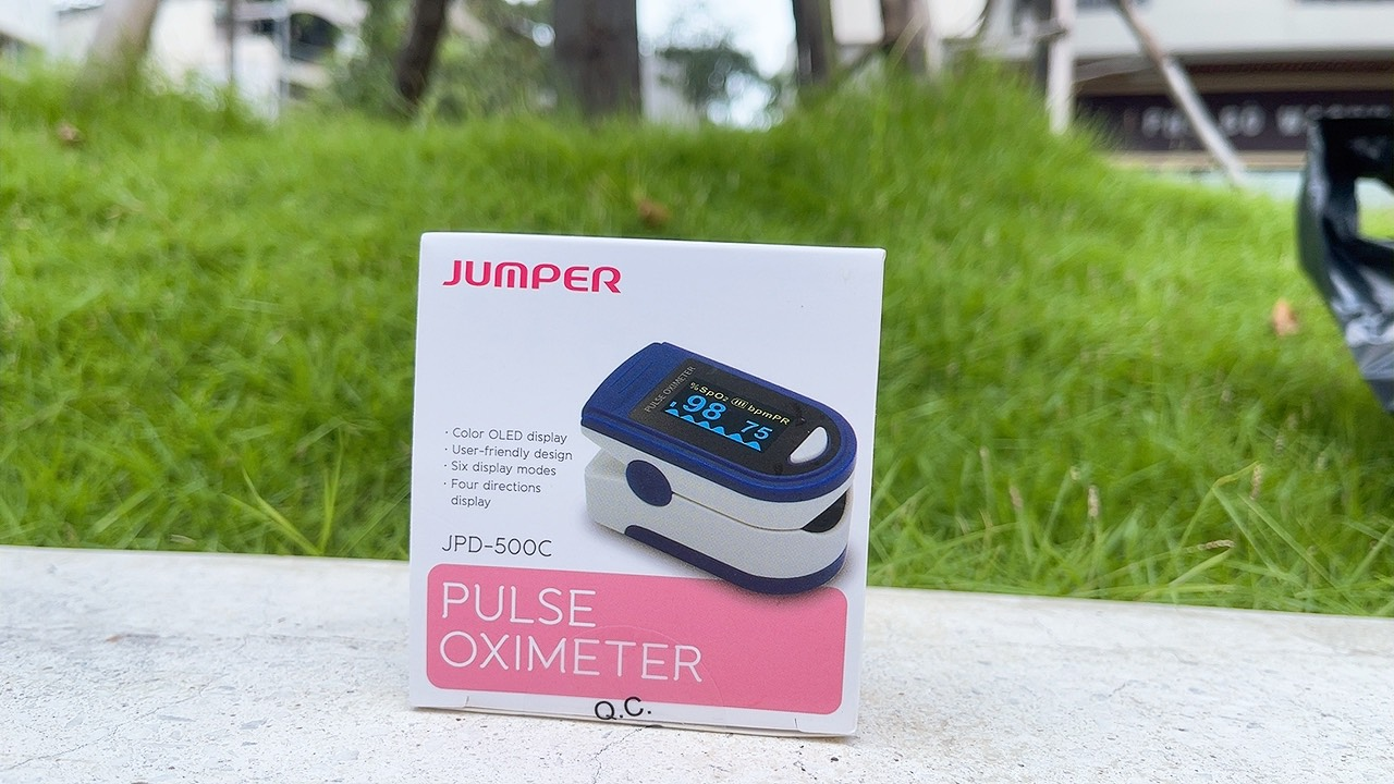 Máy đo nồng độ Oxy trong máu Jumper 500C OLED